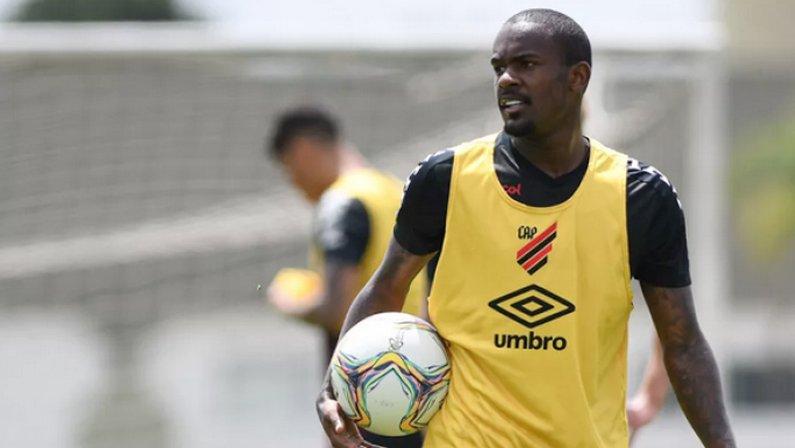 Yago, atacante do Athletico-PR, é oferecido ao Botafogo