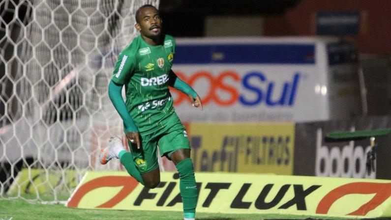 Yago, ex-Cuiabá, foi oferecido ao Botafogo