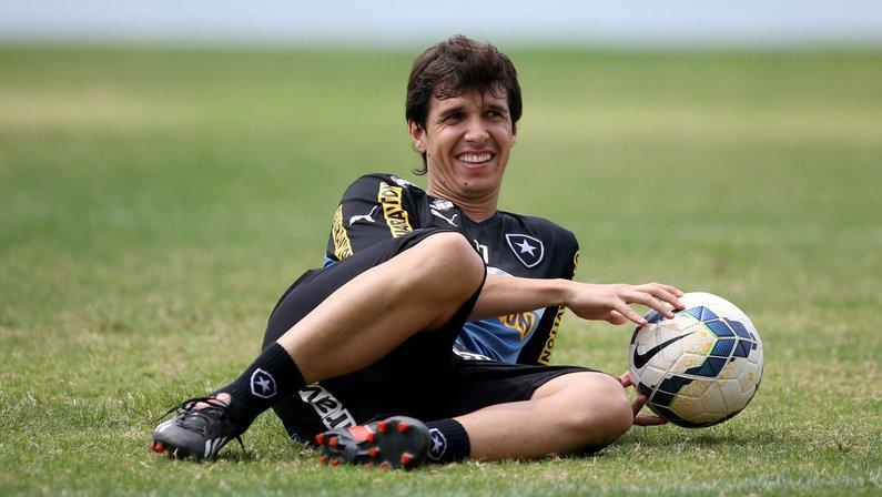 Zeballos cobra R$ 720 mil do Botafogo e 'vira sócio' em processo contra Willian Arão, do Flamengo