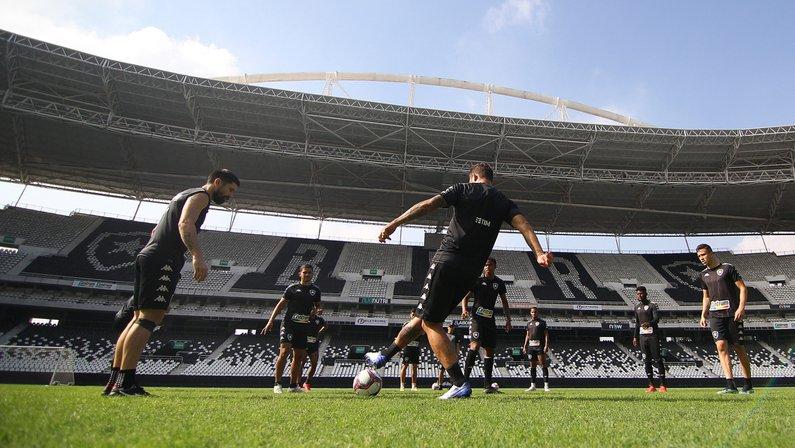 Botafogo tem pressa para contratar novo zagueiro para a Série B