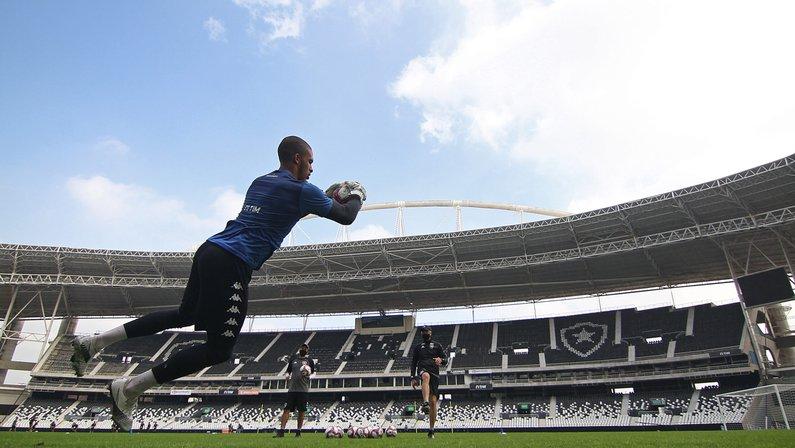 Buscando afirmação na Série B, Botafogo e Cruzeiro se enfrentam no Nilton Santos