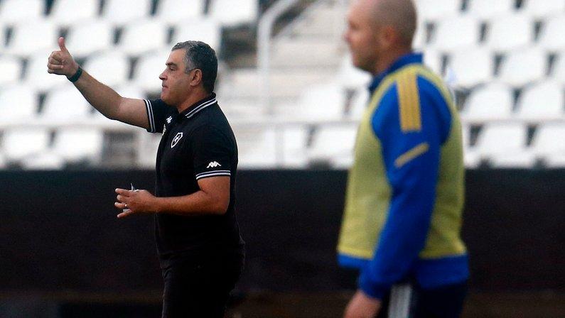 Com avaliação negativa e pedidos por saída, Botafogo vai definir futuro de Chamusca; reposição será levada em conta