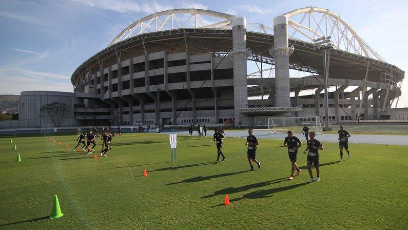 Botafogo esperava ter resposta de técnico nesta segunda, mas prazo muda para quinta