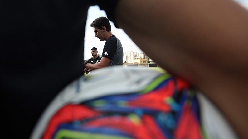 Escalação do Botafogo: Lucas Mezenga, Rafael Carioca e Marco Antônio devem ser as novidades contra o Brusque