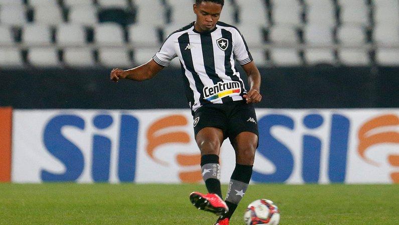 Cláusula de rescisão de Lucas Mezenga com o Botafogo é de R$ 15 milhões; oferta dos Emirados é de R$ 400 mil