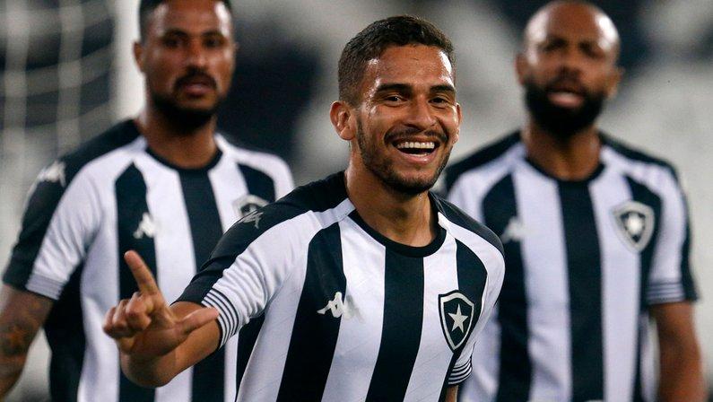 Marco Antônio exalta desempenho coletivo do Botafogo: 'Estamos crescendo na competição'