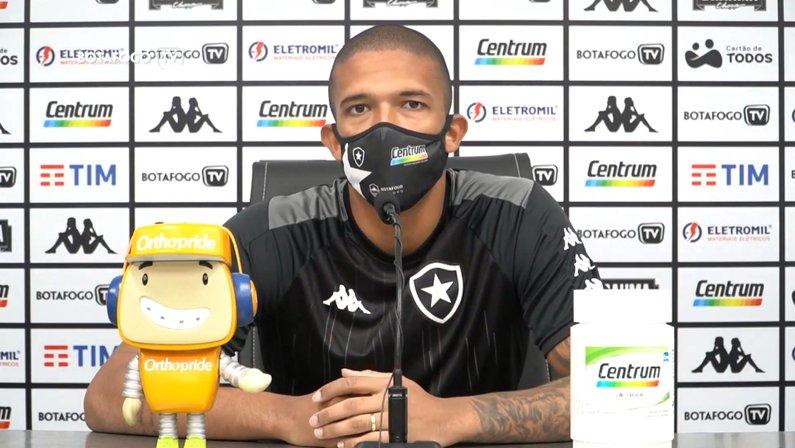 Após convívio com Jefferson e Gatito, Diego Loureiro constrói própria liderança no Botafogo: 'Feliz com esse momento'