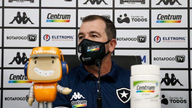Enderson Moreira é apresentado como novo técnico do Botafogo