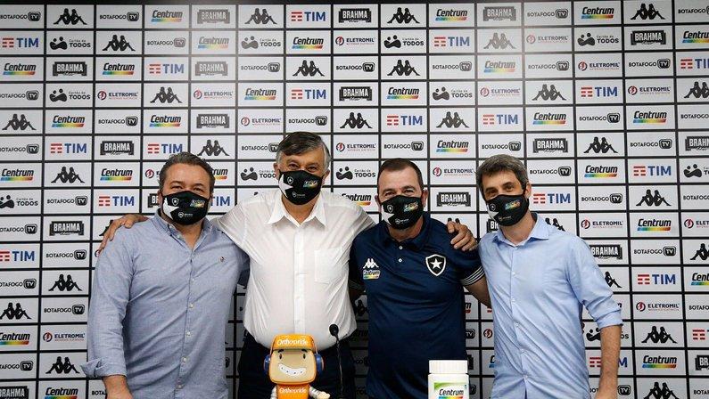 Ao lado de Jorge Braga, Durcesio Mello e Eduardo Freeland, Enderson Moreira é apresentado como novo técnico do Botafogo