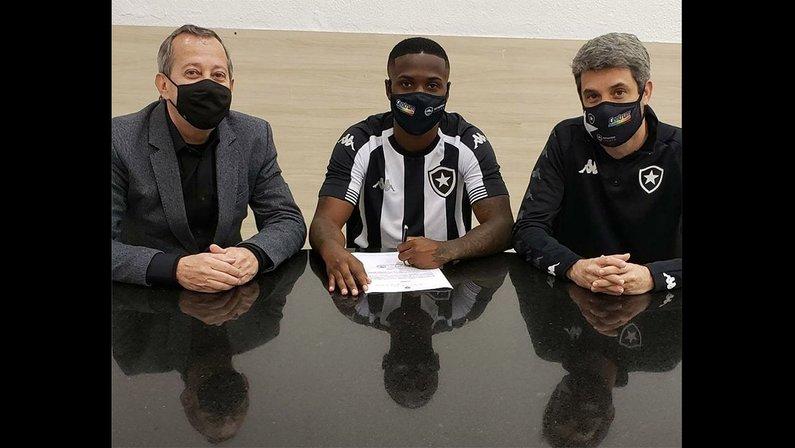 Almería oficializa empréstimo do lateral-esquerdo Jonathan para o Botafogo