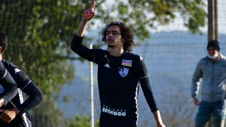 Matheus Nascimento em Chapecoense x Botafogo   Campeonato Brasileiro Sub-20 2021