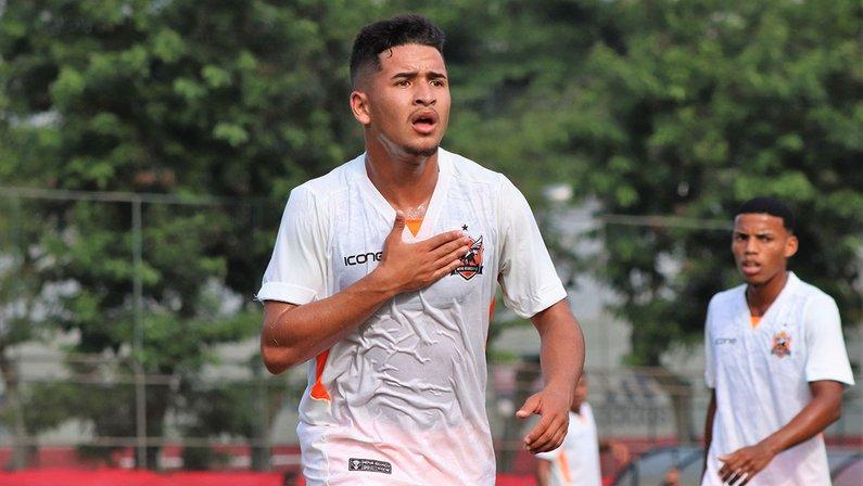 Pedro China, do Nova Iguaçu, reforça o sub-20 do Botafogo
