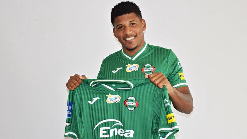 Ex-Botafogo, Rhuan é apresentado pelo Radomiak Radom
