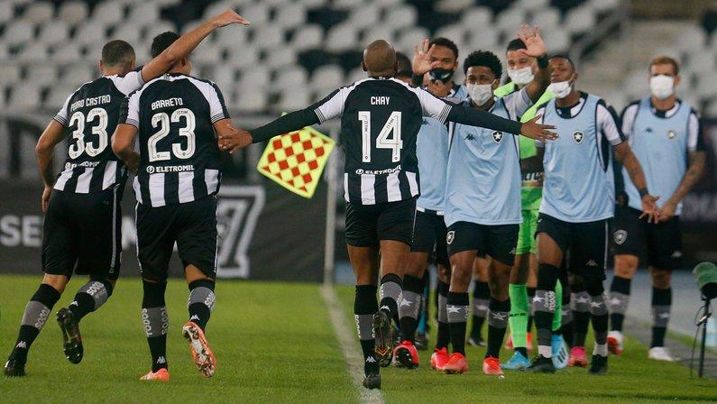 Comentarista: 'A sorte agora está do lado do Botafogo na Série B'; René Simões se impressiona com Chay