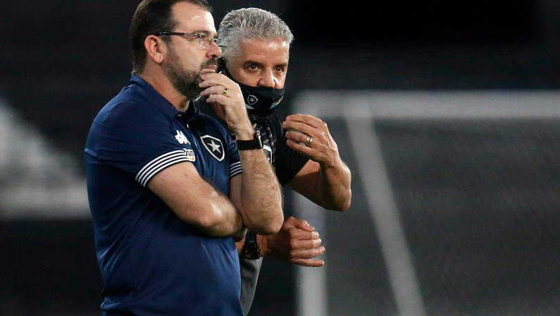 Pedrinho torce para Enderson conquistar acesso pelo Botafogo: 'Cara de boas ideias e estudioso'