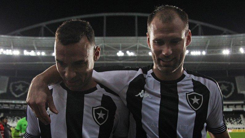 Com soluções internas, Botafogo freia busca por zagueiro e prioriza outras posições