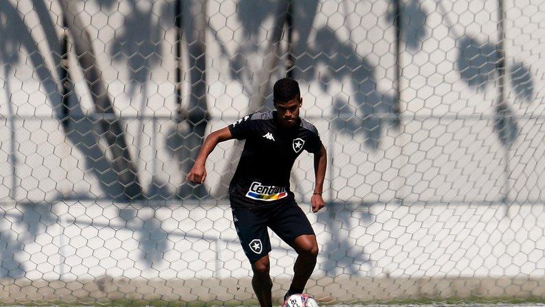 Após Cesinha entrar contra o CSA, Botafogo chega a 36 jogadores utilizados na Série B