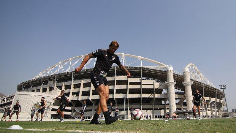 Botafogo escalado com Rafael Moura como única novidade para enfrentar o Remo; Oyama segue no banco