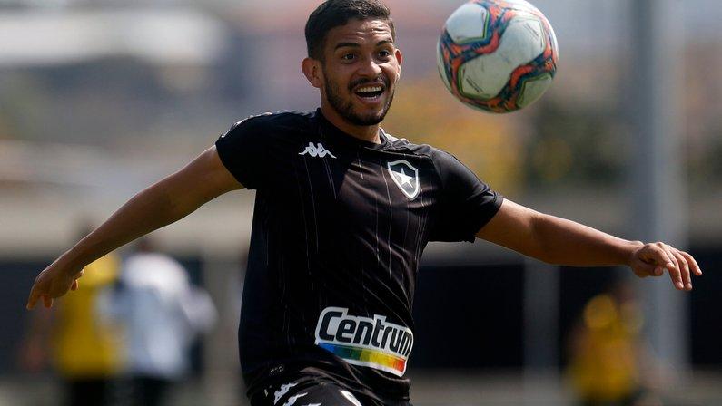 Marco Antônio vira peça importante para o sistema defensivo do Botafogo