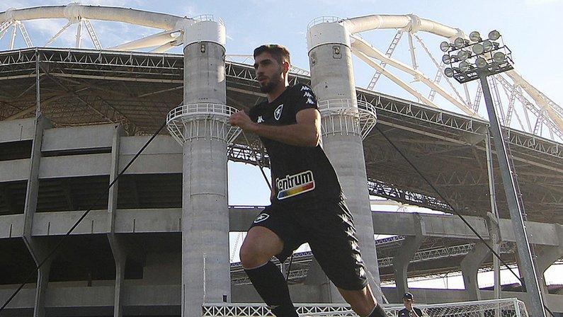 Sondado por clube russo, zagueiro tem futuro incerto no time sub-20 do Botafogo