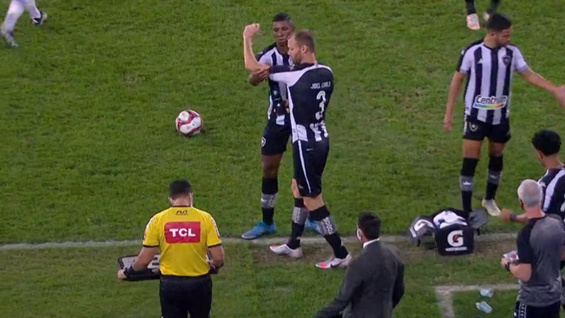 Kanu e Joel Carli em Botafogo x Ponte Preta | Série B do Campeonato Brasileiro 2021