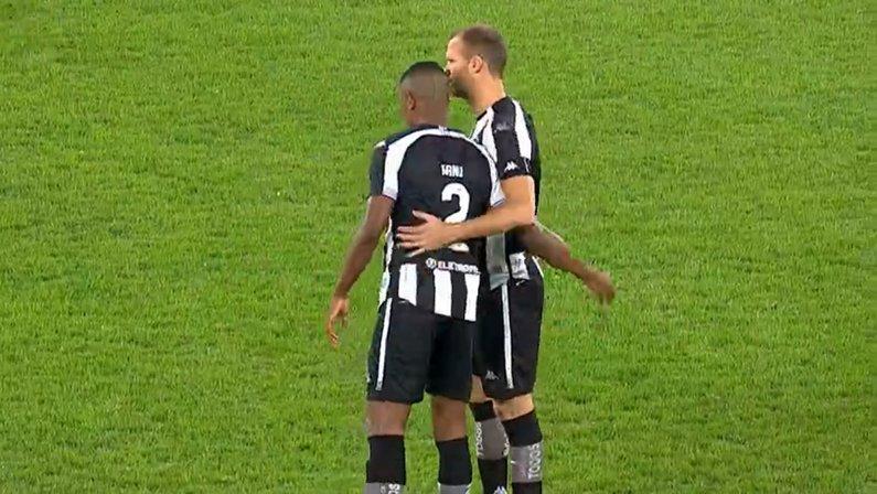 Kanu e Joel Carli em Botafogo x Brasil de Pelotas   Série B do Campeonato Brasileiro 2021