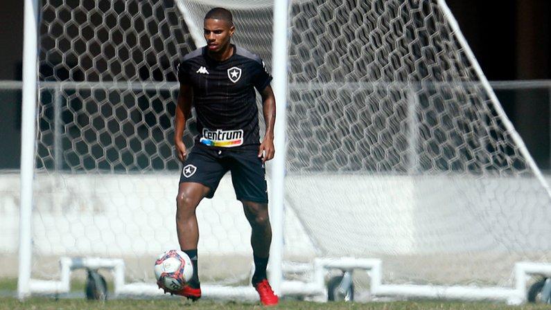 Rickson no treino do Botafogo em agosto de 2021