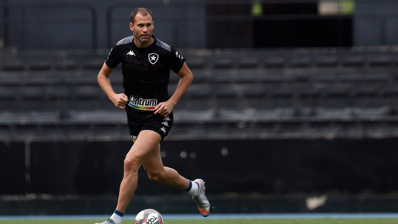 Loco Abreu rasga elogios a Carli no Botafogo: 'É o que todo time precisa'