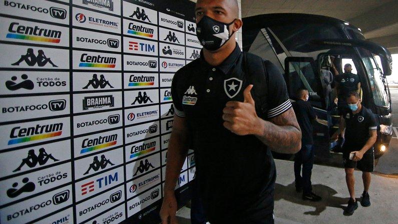 À sombra de Gatito, Diego Loureiro se destaca em empate do Botafogo, mas ainda precisa passar confiança
