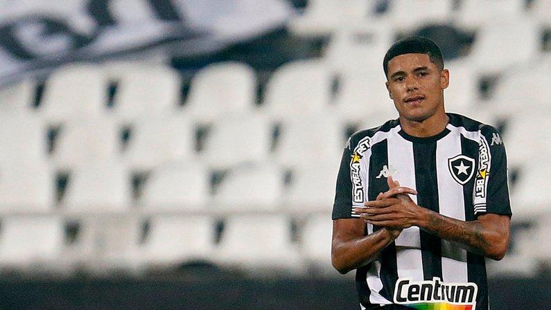 Promessa comemora estreia pelo Botafogo: 'Sonho de criança sendo realizado'