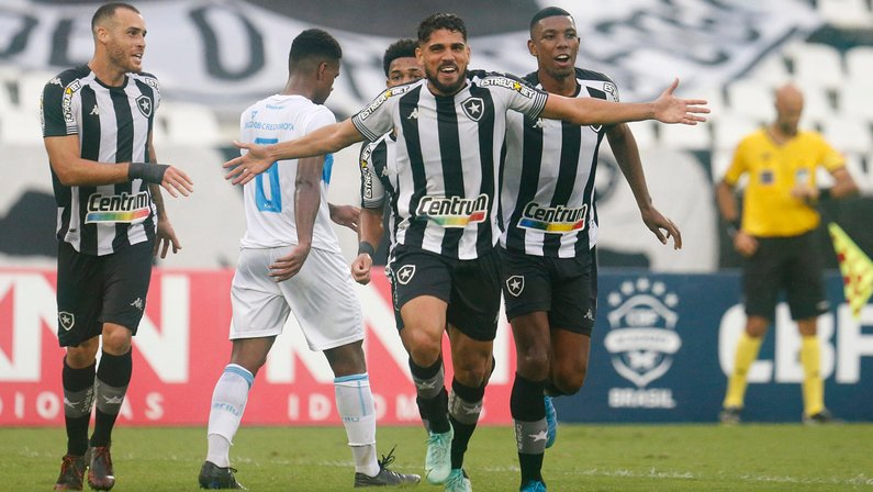Daniel Borges celebra primeiro gol pelo Botafogo e saúda 'concorrente' Rafael: 'É bom ter jogadores de alto nível'