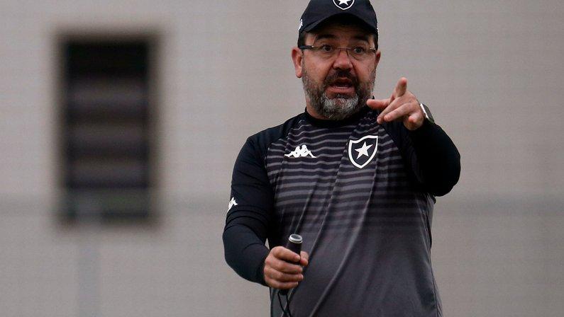 Enderson freia empolgação no Botafogo: 'Devemos passar por dificuldades, precisamos estar concentrados'