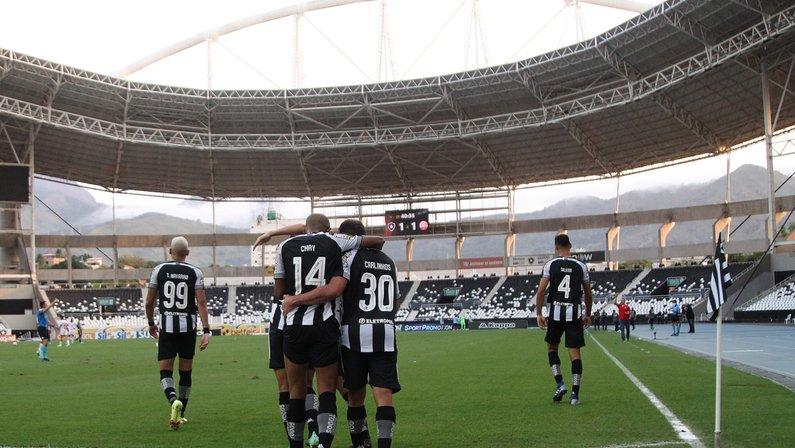 Botafogo mostra poder de reação, vira sobre o Náutico e dá mais uma prova da força do grupo