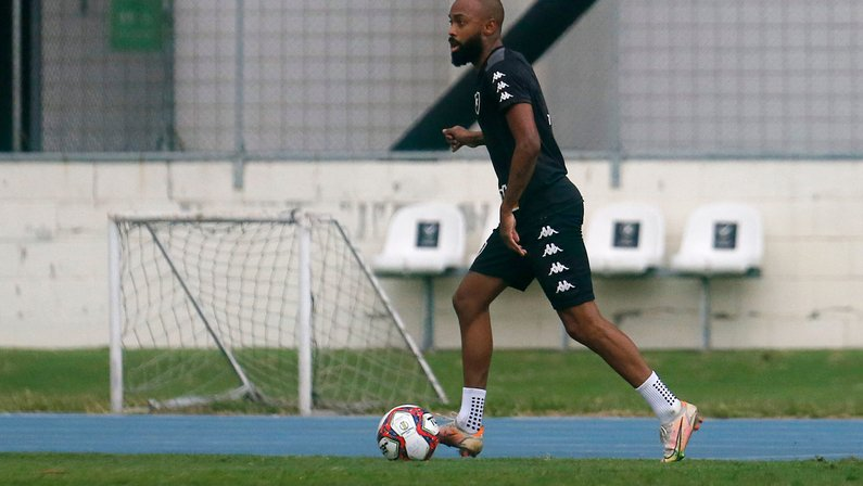 Chay, após derrota do Botafogo: 'Dias ruins também passam. Domingo temos mais uma oportunidade de mostrarmos quem somos'