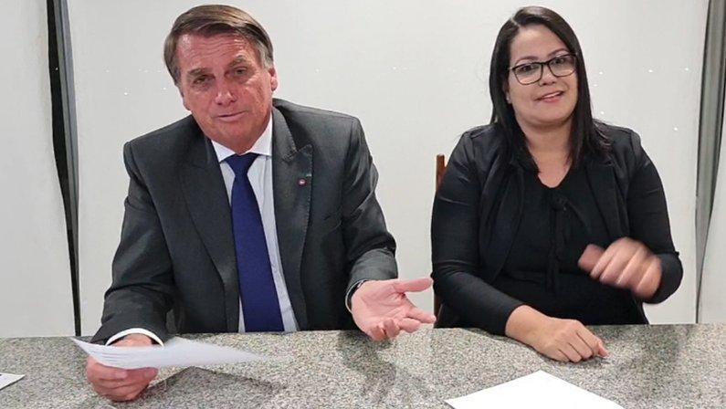 Jair Bolsonaro diz ser torcedor do Botafogo em live
