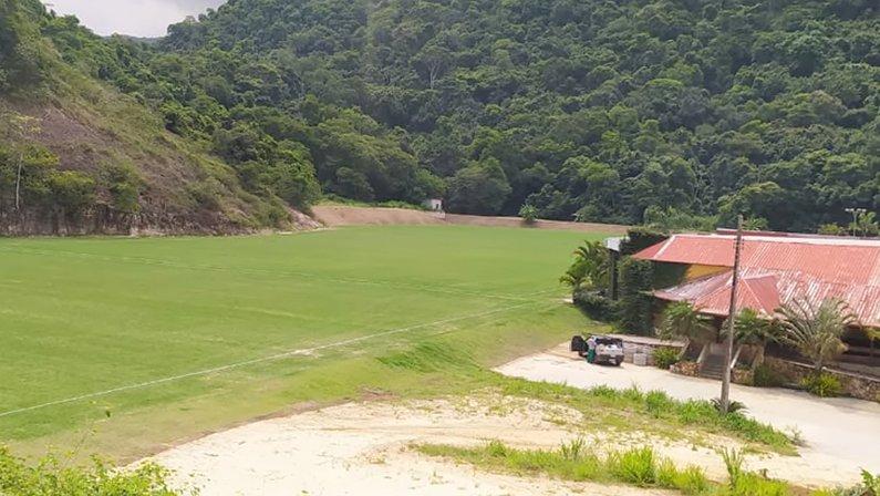 Gramado do CT do Botafogo, no bairro Camorim, Zona Oeste do Rio de Janeiro