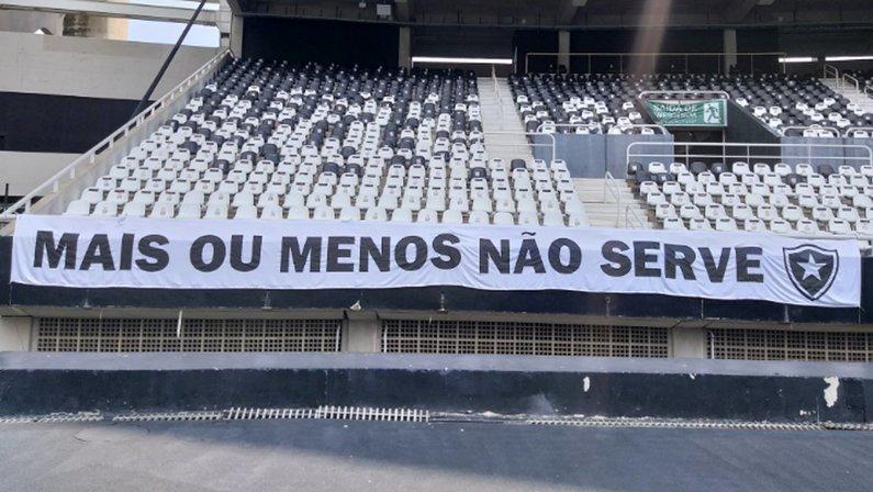 Faixa mais ou menos não serve no Nilton Santos para Botafogo x Sampaio Corrêa | Série B do Campeonato Brasileiro 2021