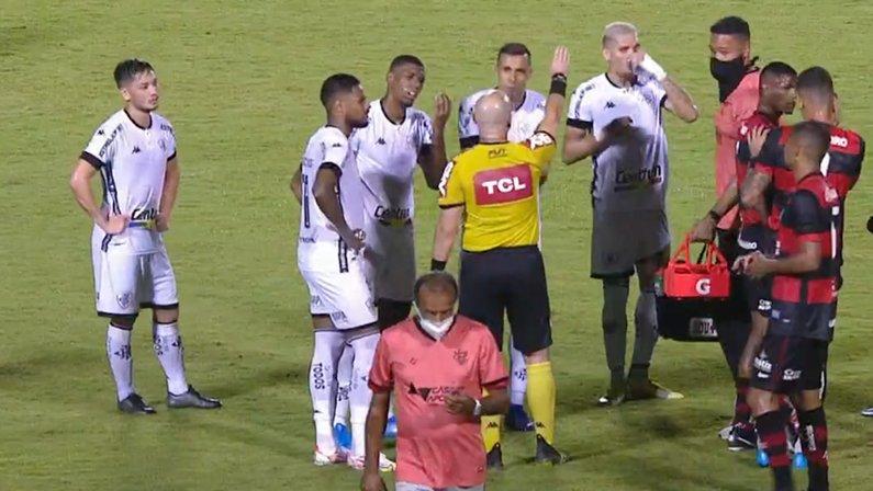 Expulsão de Kanu em Vitória x Botafogo   Série B do Campeonato Brasileiro 2021