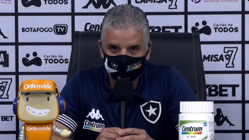 Auxiliar exalta maturidade do Botafogo para buscar a virada e freia empolgação: 'Falta muita coisa ainda'