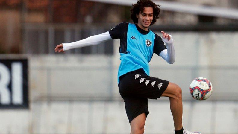 Matheus Nascimento no treino do Botafogo em julho de 2021