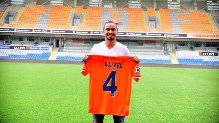 Rafael, ex-Basaksehir, pode ser reforço do Botafogo