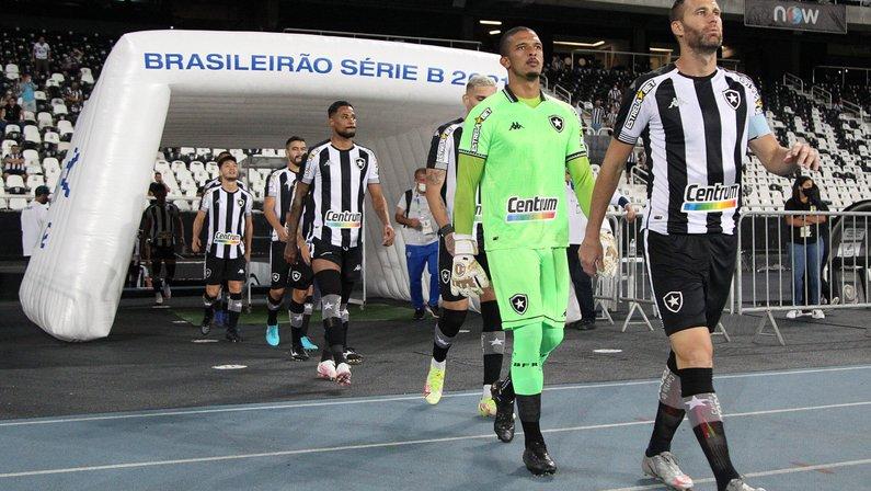Pitacos: entradas ruins de Gilvan, Oyama e Diego Gonçalves ajudam a explicar queda do Botafogo; Diego Loureiro mal demais