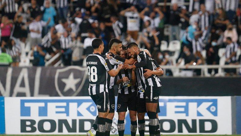 Derrota do Vasco mostra que 'criticado' Botafogo deu aula de como jogar com um a mais