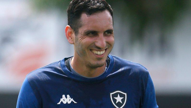 Botafogo: Gatito faz trabalhos específicos e tem chance de retornar contra Brusque ou Goiás