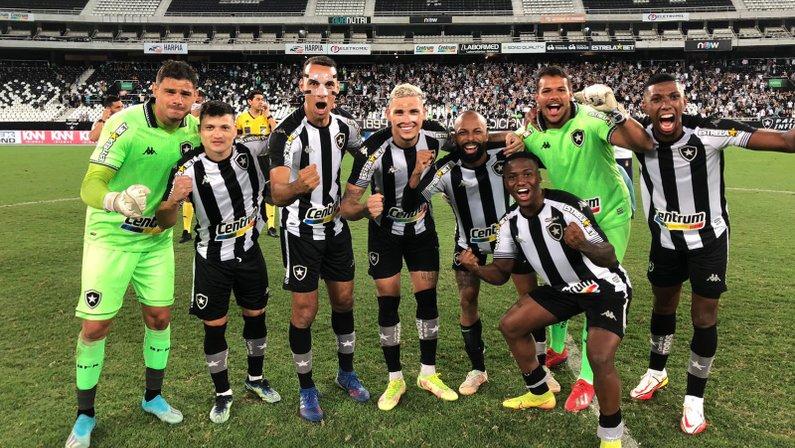 Elenco do Botafogo na vitória sobre o CRB