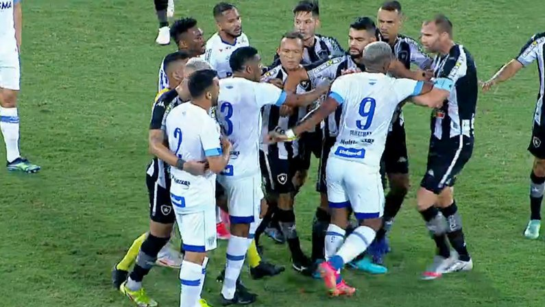 Confusão de Joel Carli com Edilson em Botafogo x Avaí | Série B do Campeonato Brasileiro 2021