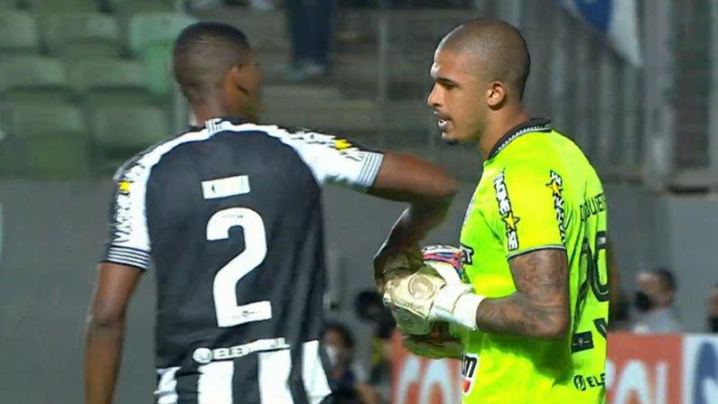 Kanu e Diego Loureiro em Cruzeiro x Botafogo | Série B do Campeonato Brasileiro 2021